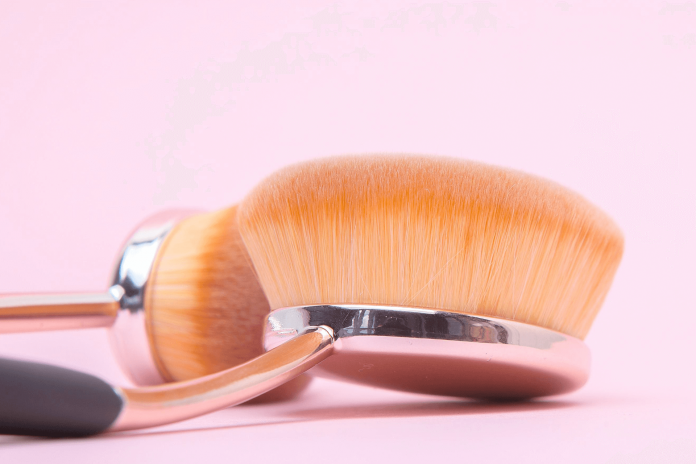 how to use oval makeup brushes