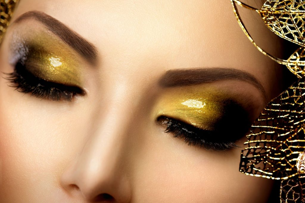 how to apply loose glitter eyeshadow